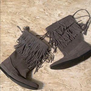 Minnetonka Shoes - NWOT Minnetonka Women's 2 Layer Fringe Boot Size 9